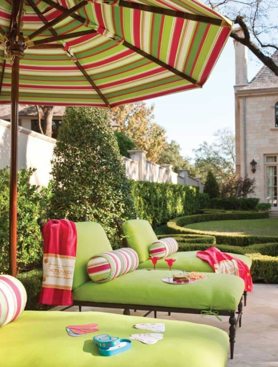 Most Current Striped Patio Umbrellas With Regard To Striped Green Red White Outdoor Patio Umbrella : Outdoor Patio (View 7 of 20)