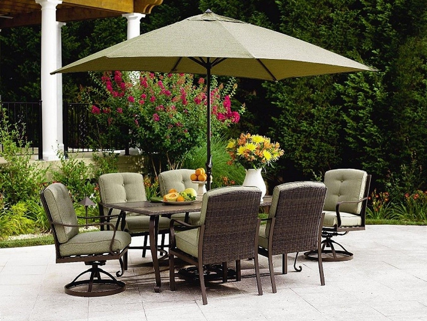 Most Recently Released Patio Dining Umbrellas With Regard To Cool Outdoor Patio Sets With Umbrella Above Square Table And Chairs (View 5 of 20)