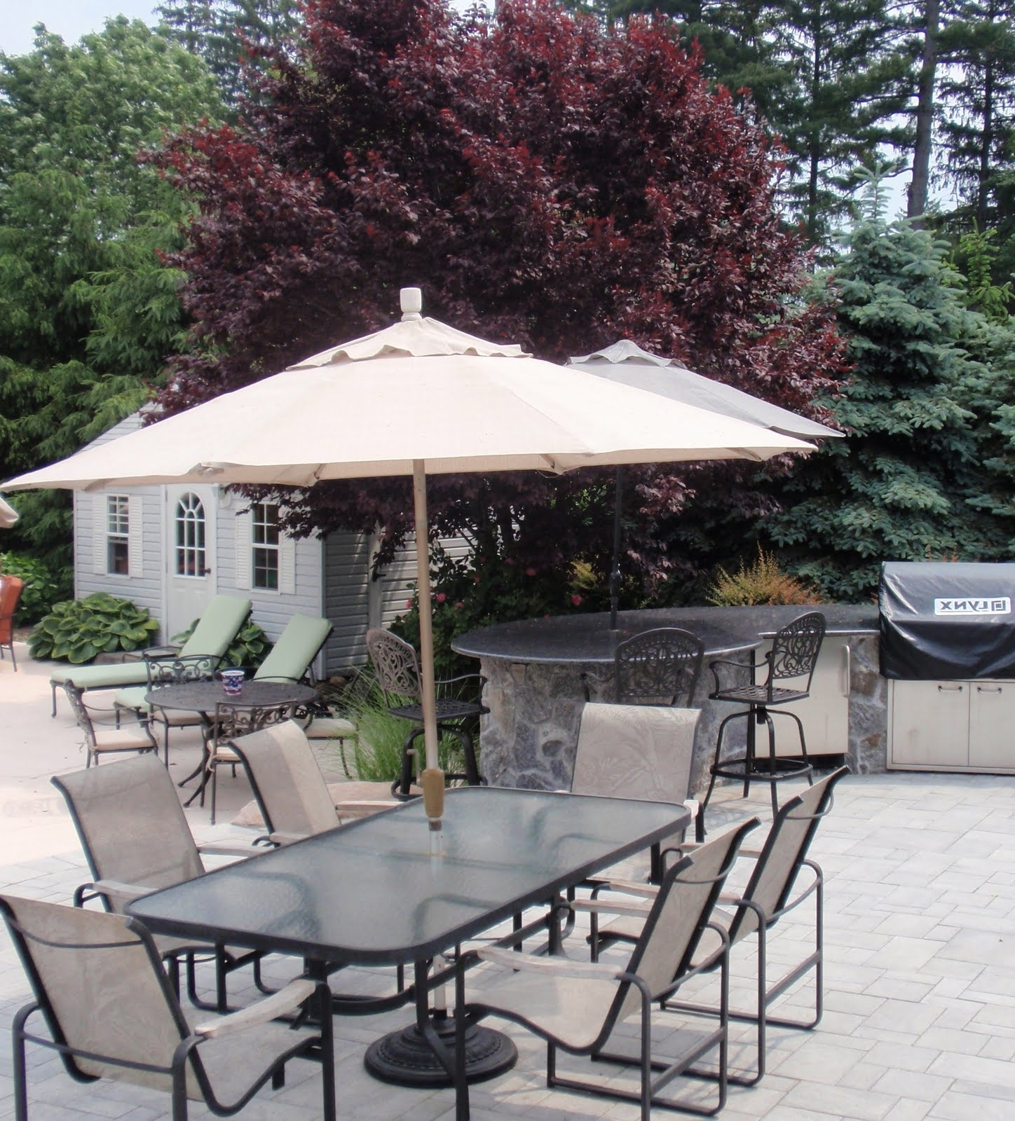 Most Recently Released Patio Umbrellas For Tables In Garden: Enchanting Outdoor Patio Decor Ideas With Patio Umbrellas (View 6 of 20)