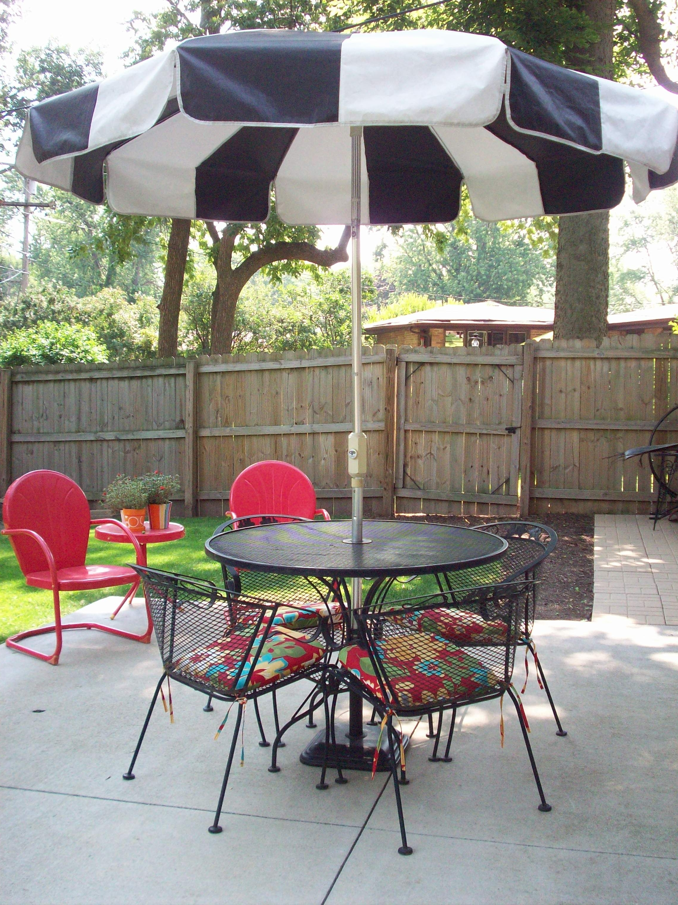 Newest Amazing Umbrella For Patio Table Garden Enchanting Outdoor Patio Within Patio Table And Chairs With Umbrellas (View 11 of 20)