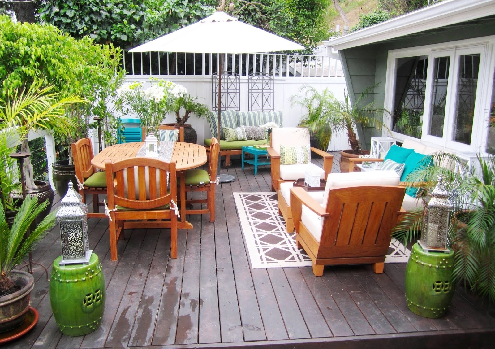 Patio Umbrellas For Small Spaces Pertaining To Well Known Decoration Indoor Outdoor Living Room Furniture Living Room (View 14 of 20)