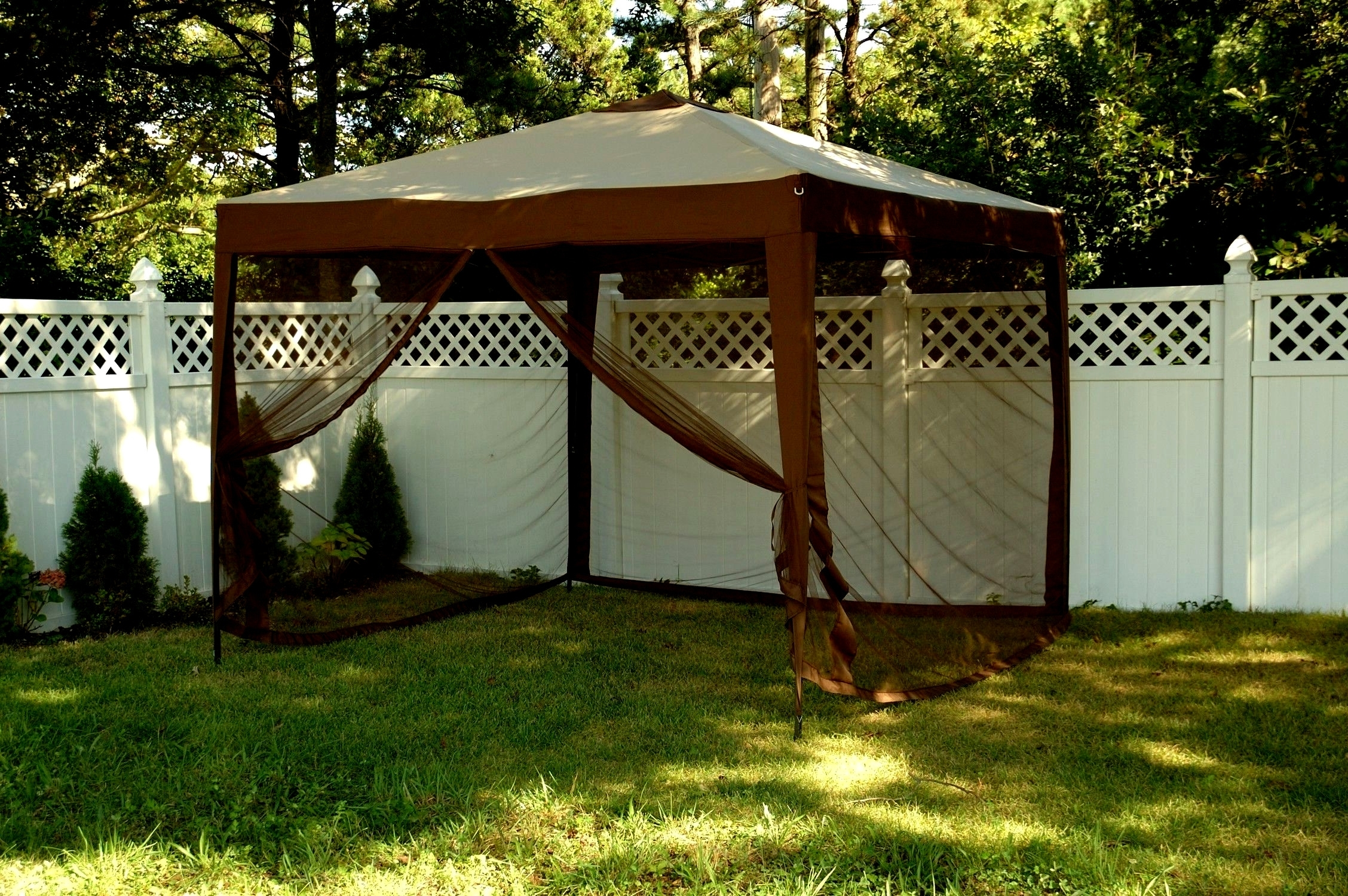 Patio Umbrellas With Netting In Trendy Mosquito Netting For Patio Umbrella (View 14 of 20)