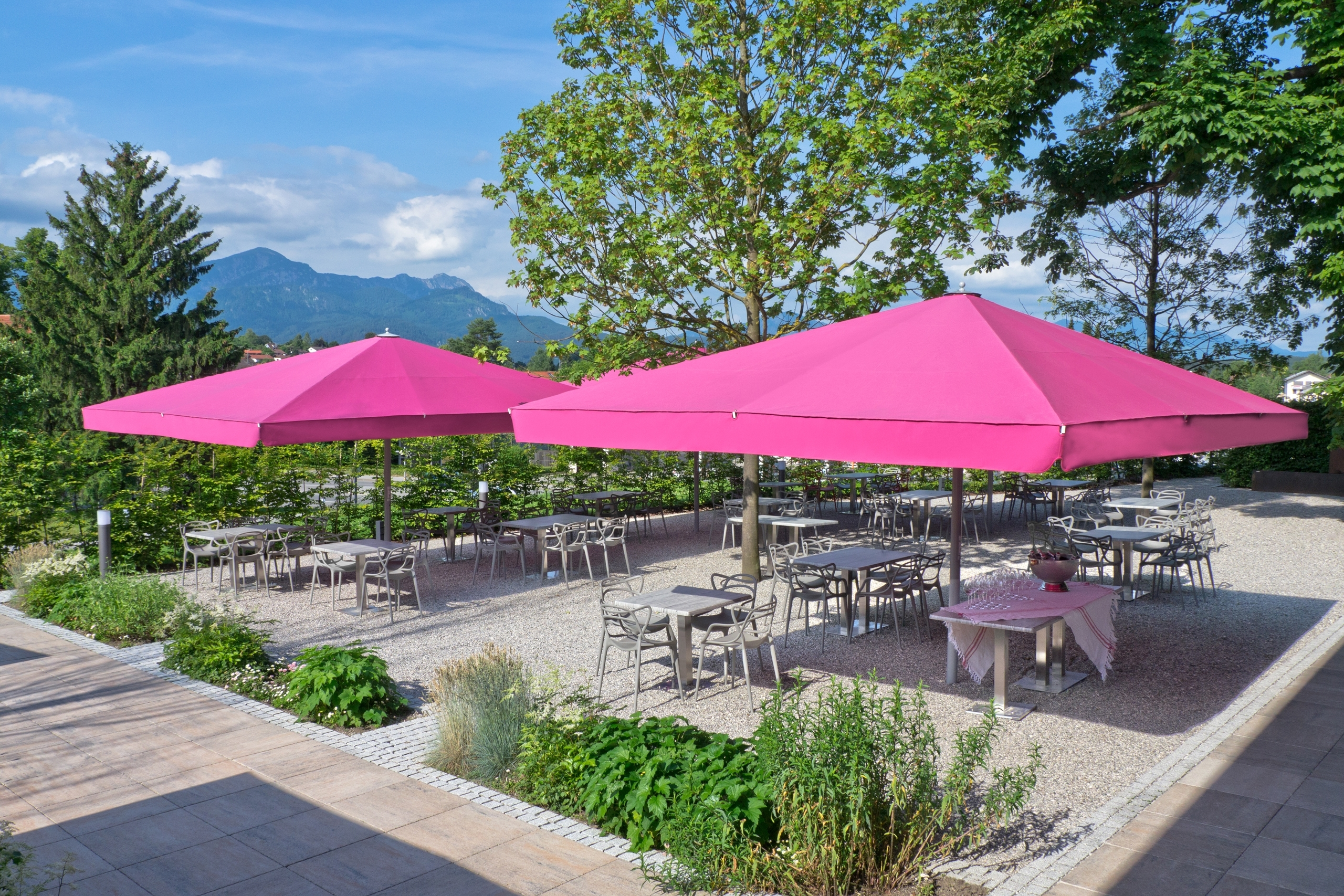 Photo Gallery Of Giant Patio Umbrellas Inside Well Known Commercial Patio Umbrellas (View 15 of 20)