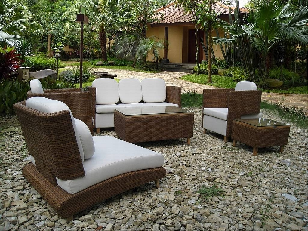 Popular Patio Umbrellas For Small Spaces Intended For Stunning Small Patio Chairs Nice Outdoor Furniture For Small Spaces (View 17 of 20)