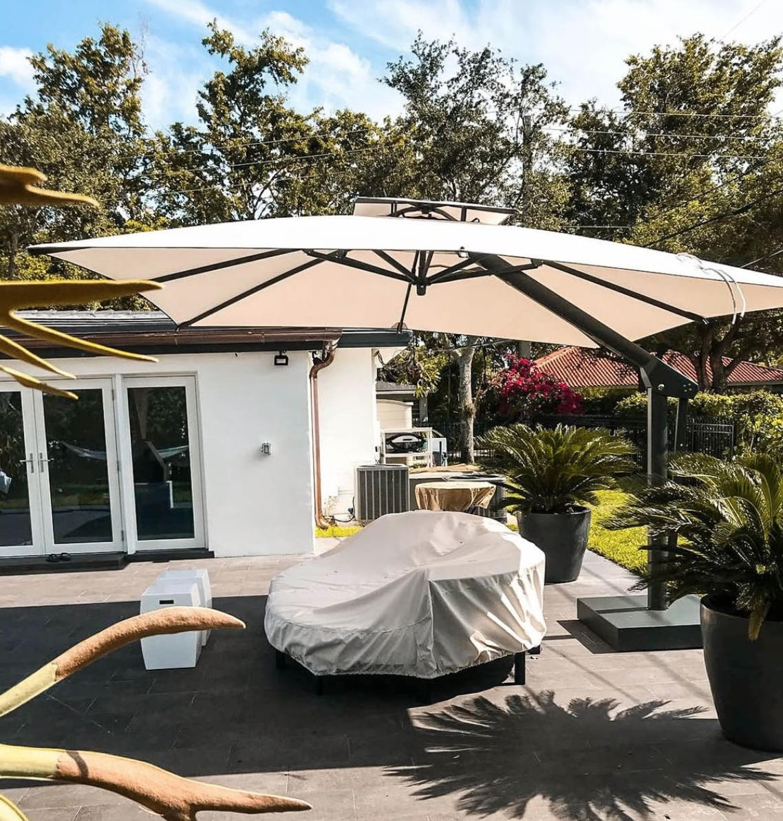 Preferred The Complete Buyers Guide For Large Patio Umbrellas – Poggesi Usa Throughout Large Patio Umbrellas (View 18 of 20)