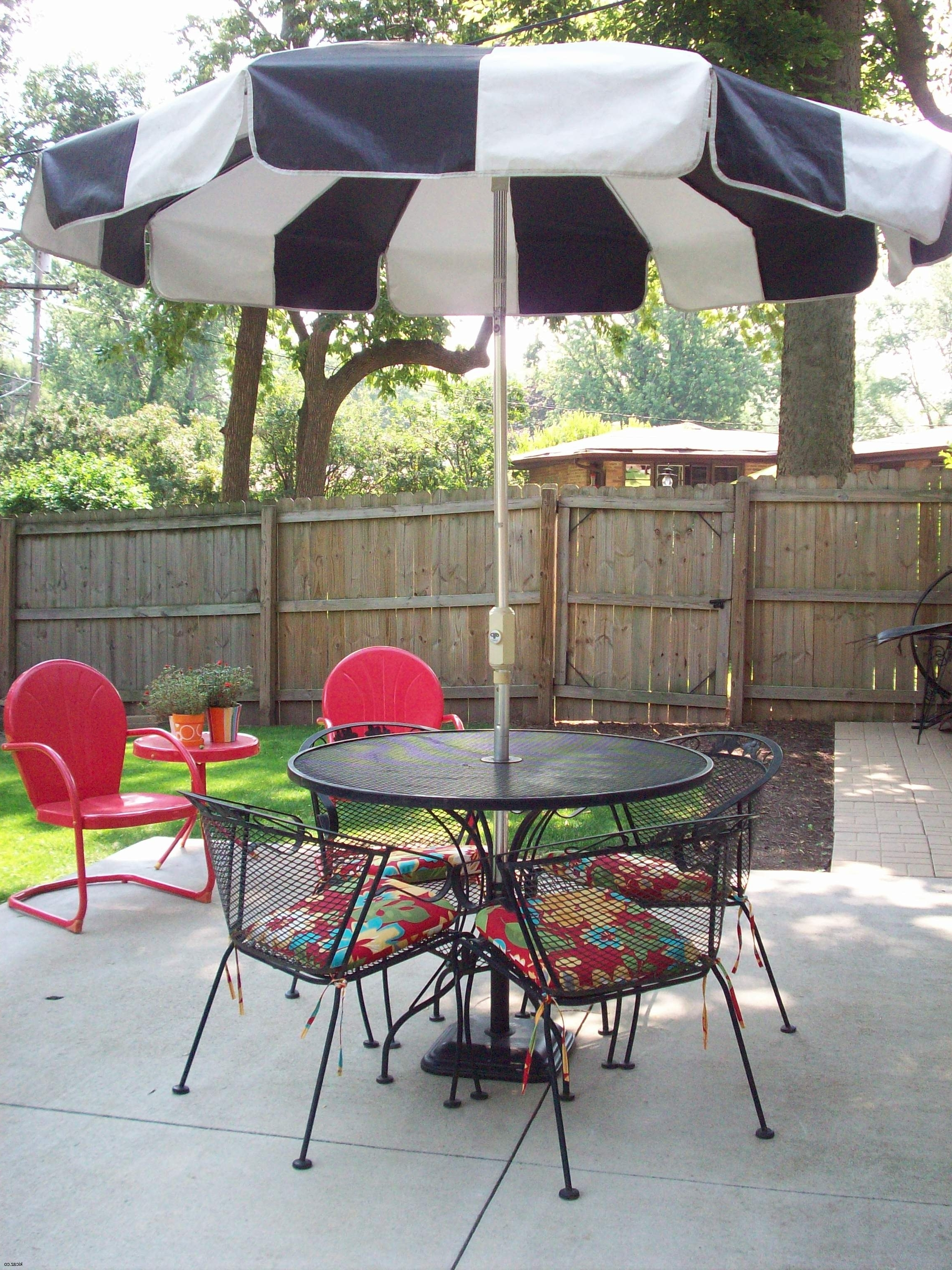 Trendy Black And White Patio Umbrella Within Black And White Patio Umbrellas (View 13 of 20)