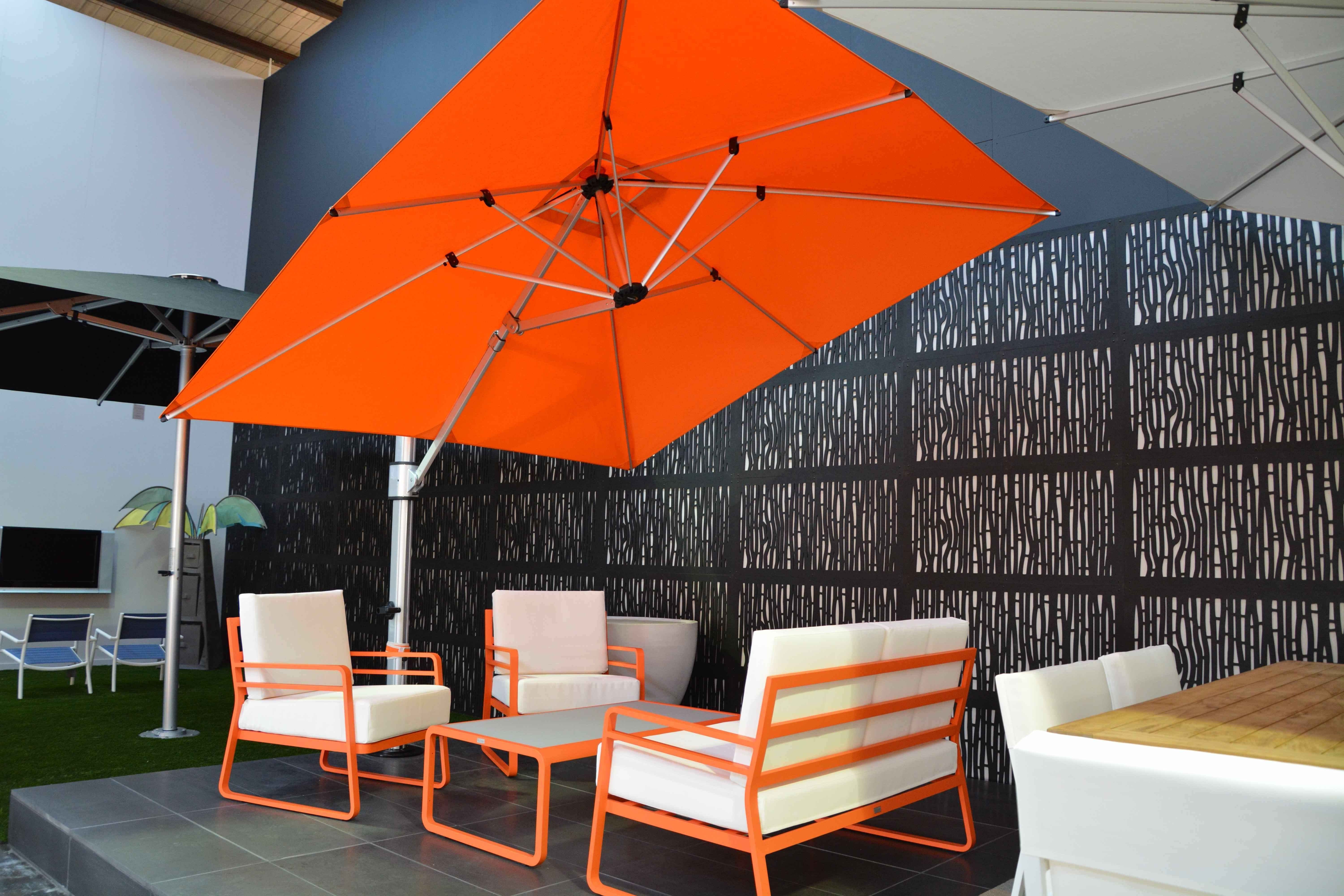 Use Cantilever Patio Umbrella For Your Outdoor And Garden: Modern With Fashionable Rectangular Patio Umbrellas (View 9 of 20)
