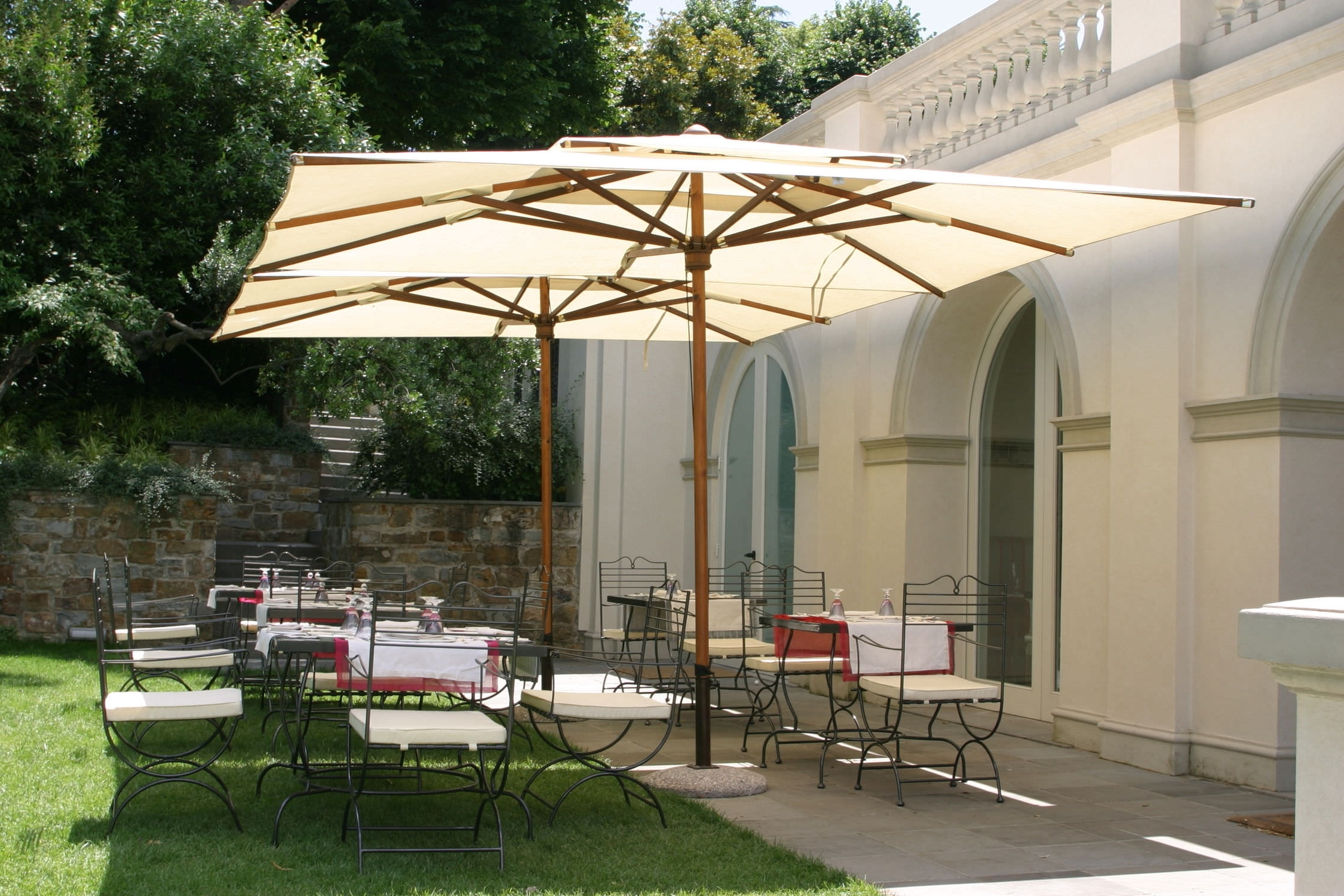 Wooden Patio Umbrellas With Regard To Famous Aluminum Offset Patio Umbrella (View 20 of 20)