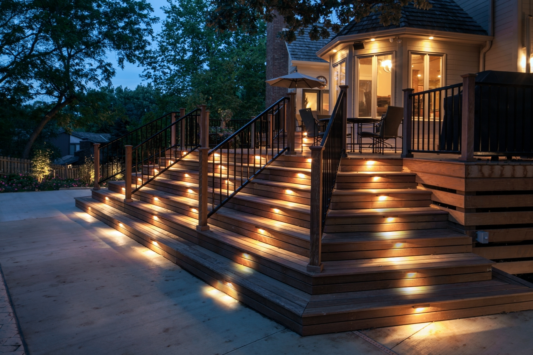 10 Great Outdoor Light Options For Your Home In Well Known Outdoor Driveway Lanterns (Gallery 11 of 20)