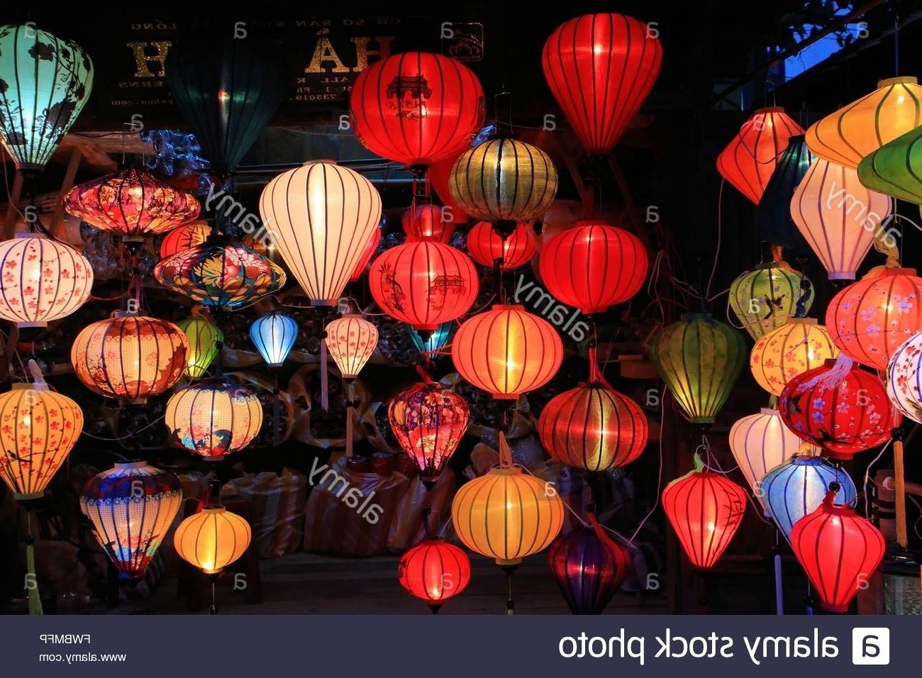 Best And Newest Outdoor Vietnamese Lanterns In Traditional Silk And Bamboo Lanterns For Sale In Hoi An, Vietnam (View 11 of 20)