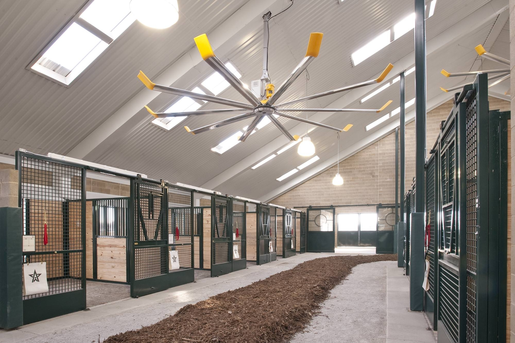 Cur Outdoor Ceiling Fans For Barns Inside Large Les Riding Arenas