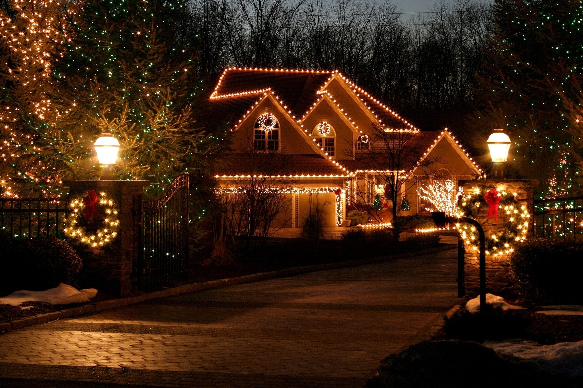 Famous Putting Up Outdoor Christmas Lights Is Easier With Expert Tips For Pertaining To Outdoor Lanterns For Christmas (View 12 of 20)