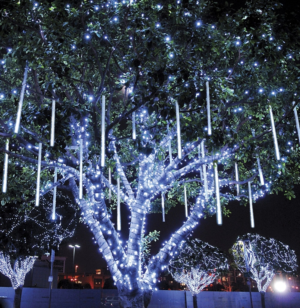 Famous Tapesii Decorative Outdoor Lights For Trees Collection Of Pertaining Throughout Outdoor Lanterns For Christmas (Gallery 20 of 20)