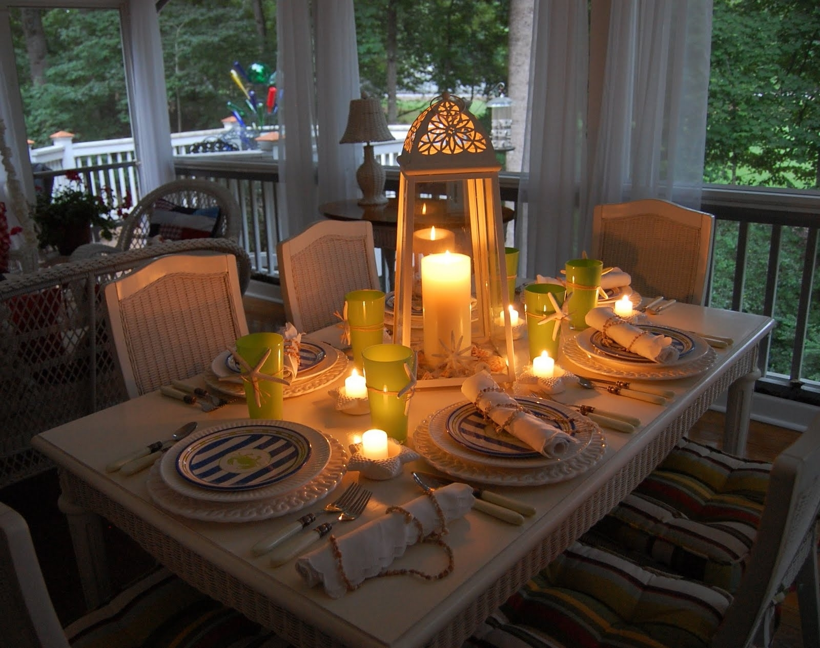 Fashionable Splendid Outdoor Dinner For Thanksgiving Celebration Decoration With Outdoor Dining Lanterns (View 1 of 20)
