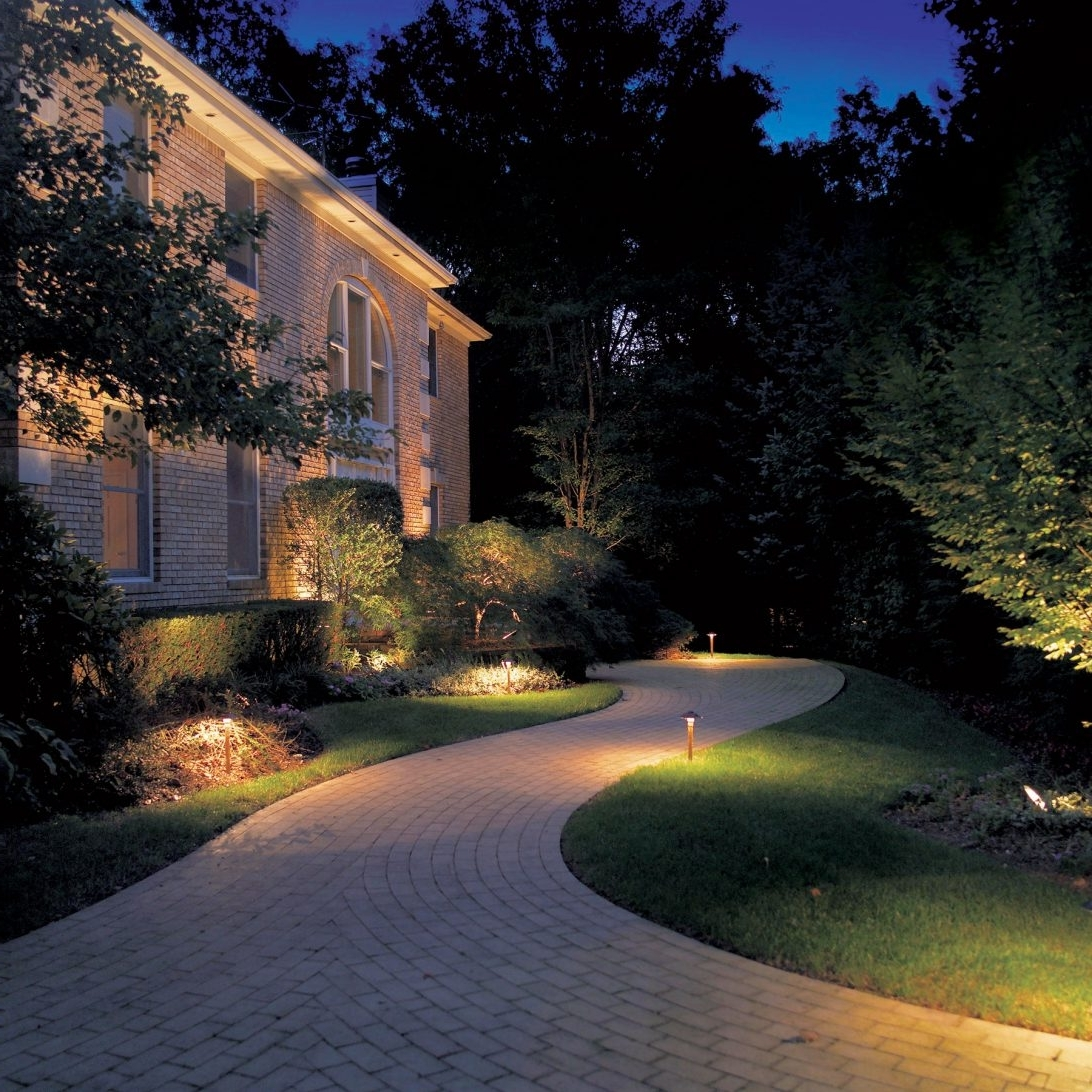 Most Popular Outdoor Yard Lanterns Pertaining To Fancy With Landscape House Outdoor Front Yard Lighting Ideas Home (View 11 of 20)