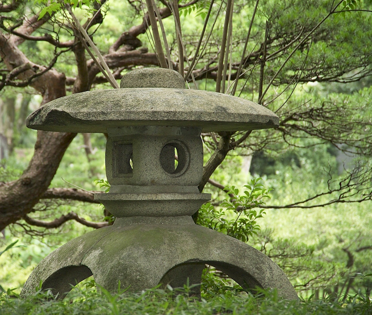 Outdoor Japanese Lanterns With Current Tōrō – Wikipedia (View 13 of 20)