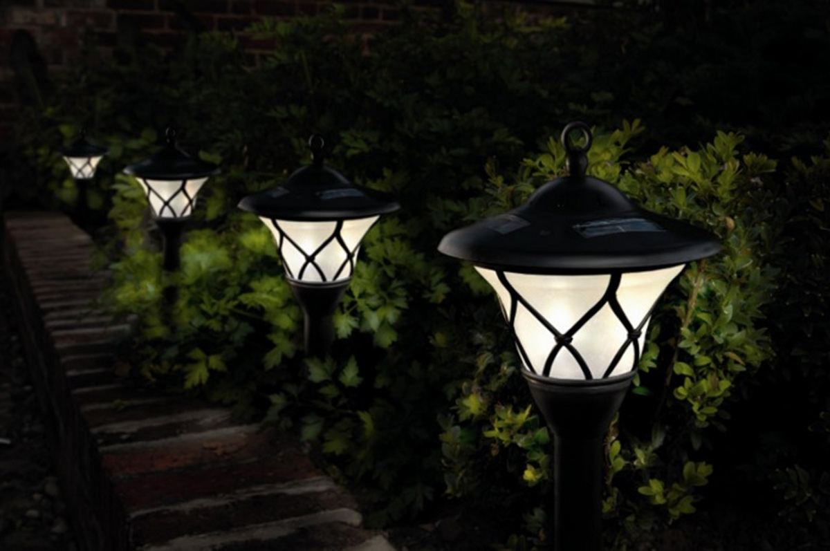 Outdoor Solar Lanterns With Regard To Well Liked Outdoor Garden Solar Lights – Outdoor Lighting Ideas (View 15 of 20)