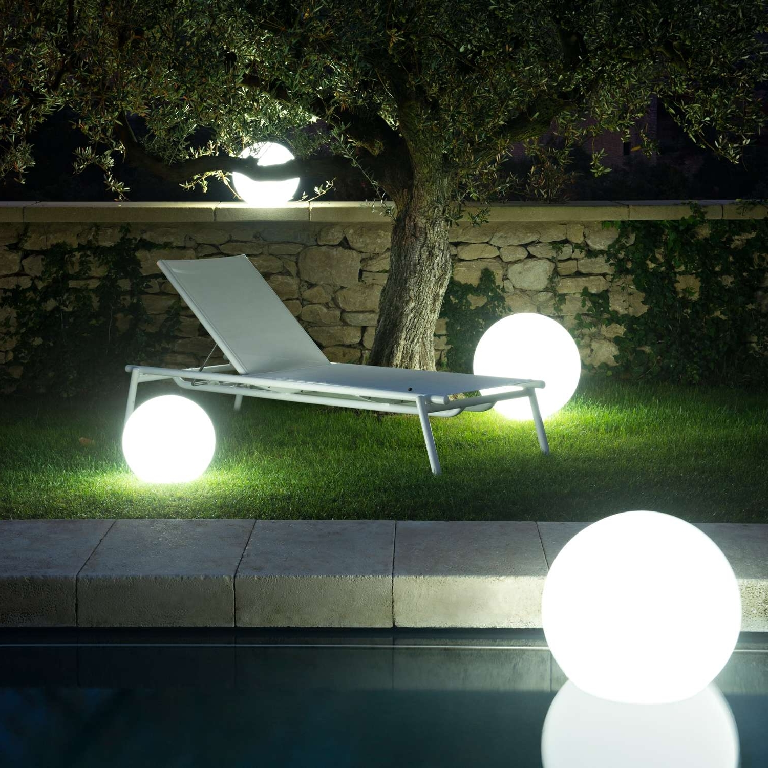 Solar Globes Outdoor Hanging Globe Lights Light Powered Garden Throughout Fashionable Outdoor Ball Lanterns (View 19 of 20)