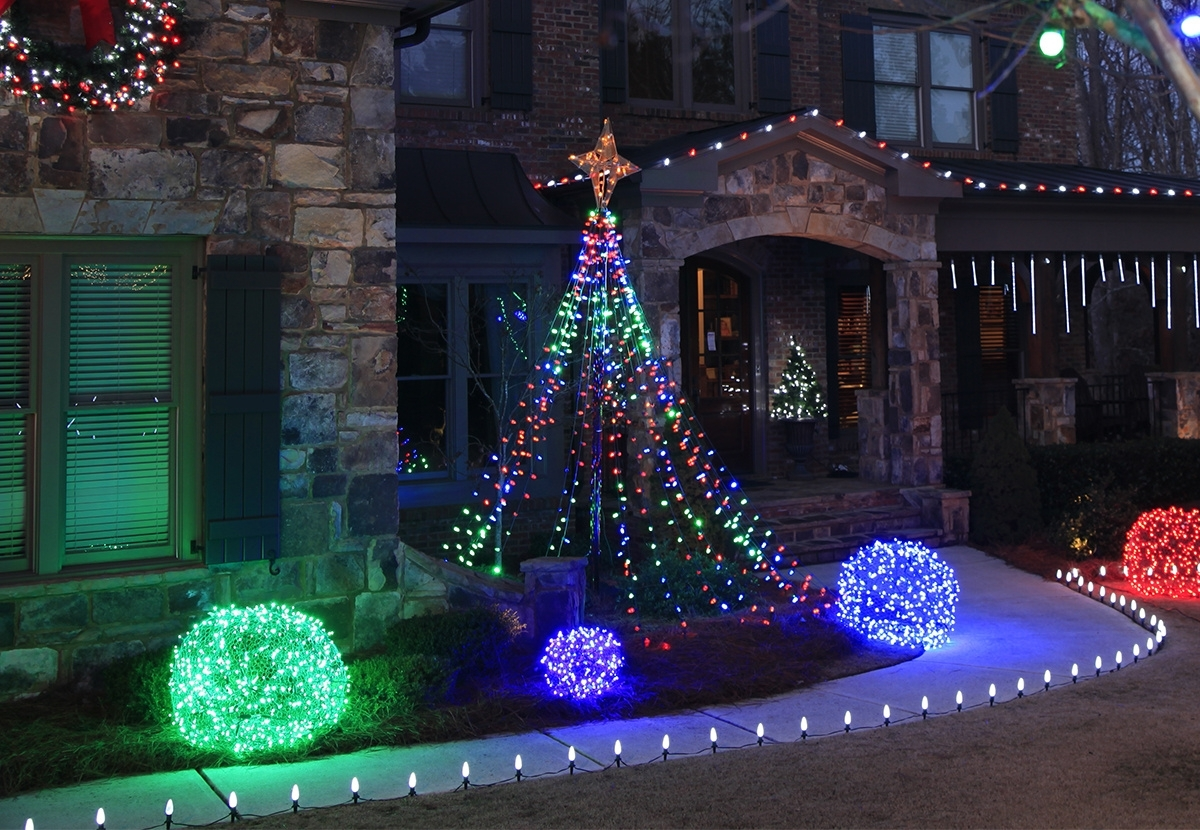 Well Known Outdoor Christmas Yard Decorating Ideas Intended For Outdoor Xmas Lanterns (View 19 of 20)