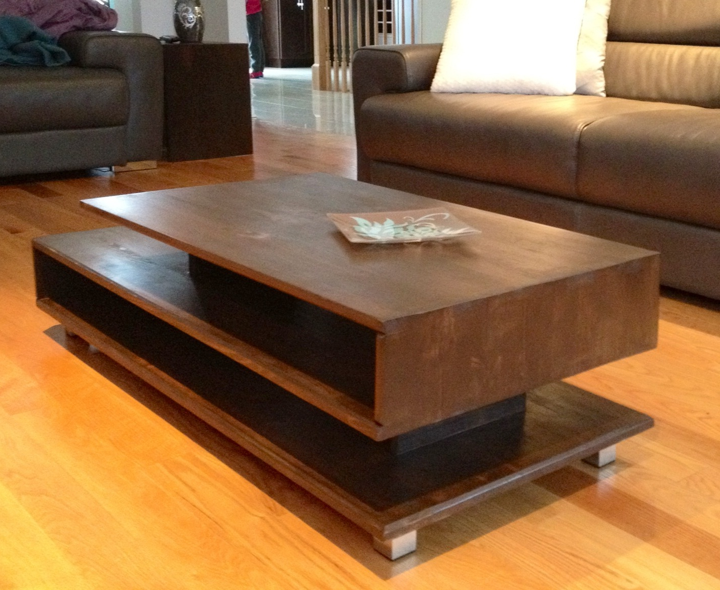 Favorite Modern Rustic Coffee Tables For Modern Rustic Coffee Table With Storage Space In Nice Living Room (View 6 of 20)