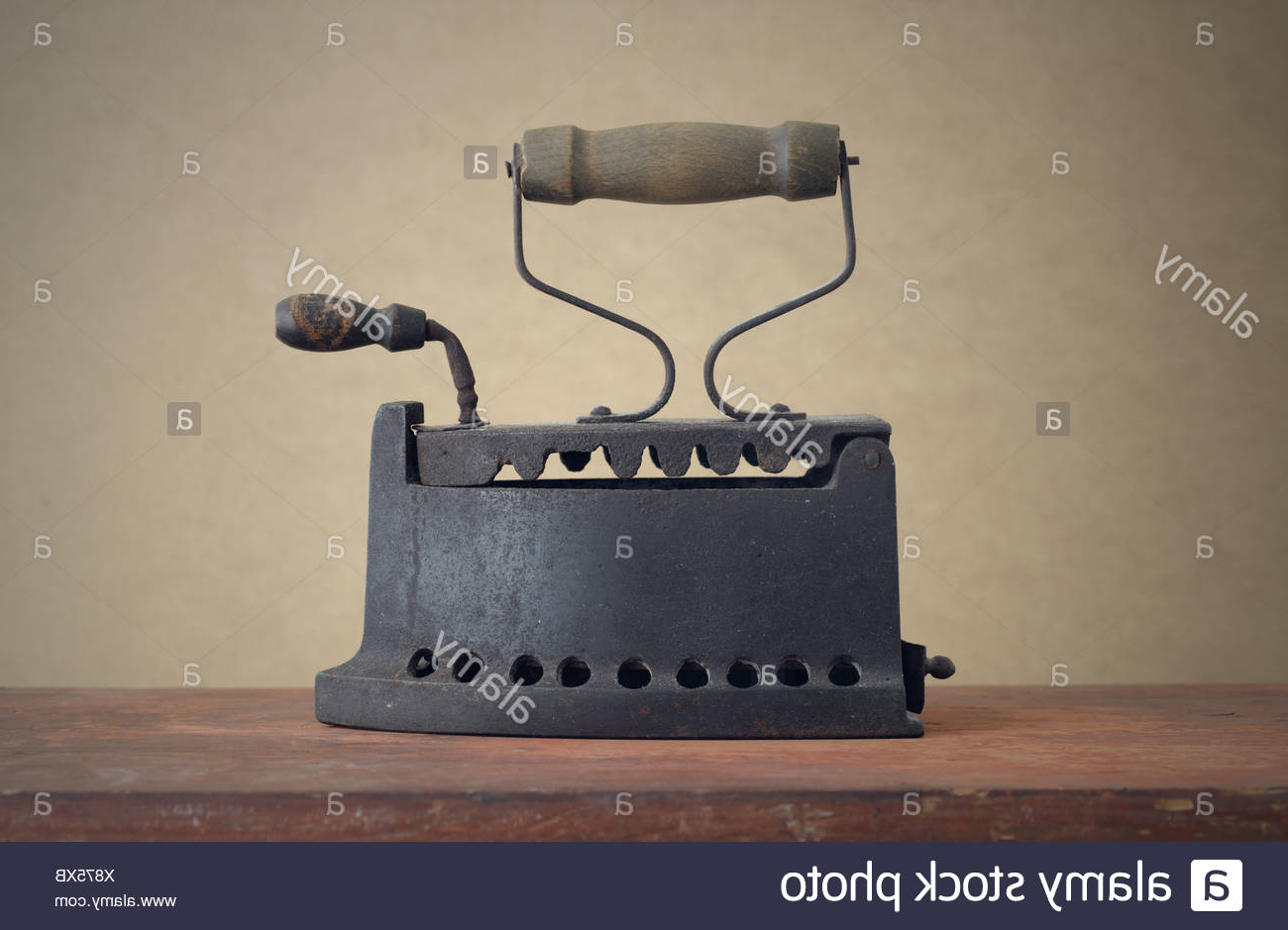 Most Recently Released Antique Iron Table Stock Photos & Antique Iron Table Stock Images With Regard To Aged Iron Cube Tables (View 11 of 20)