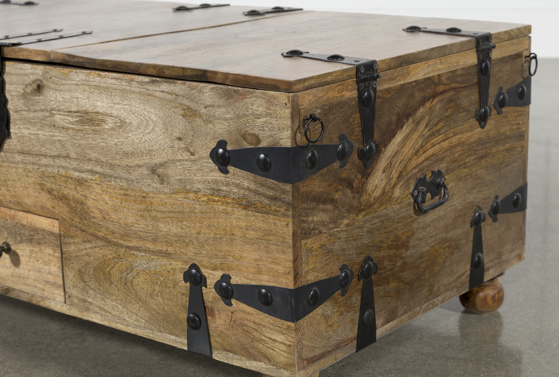 Rectangular Barbox Coffee Tables Throughout Fashionable Rectangular Barbox Coffee Table (Gallery 1 of 20)