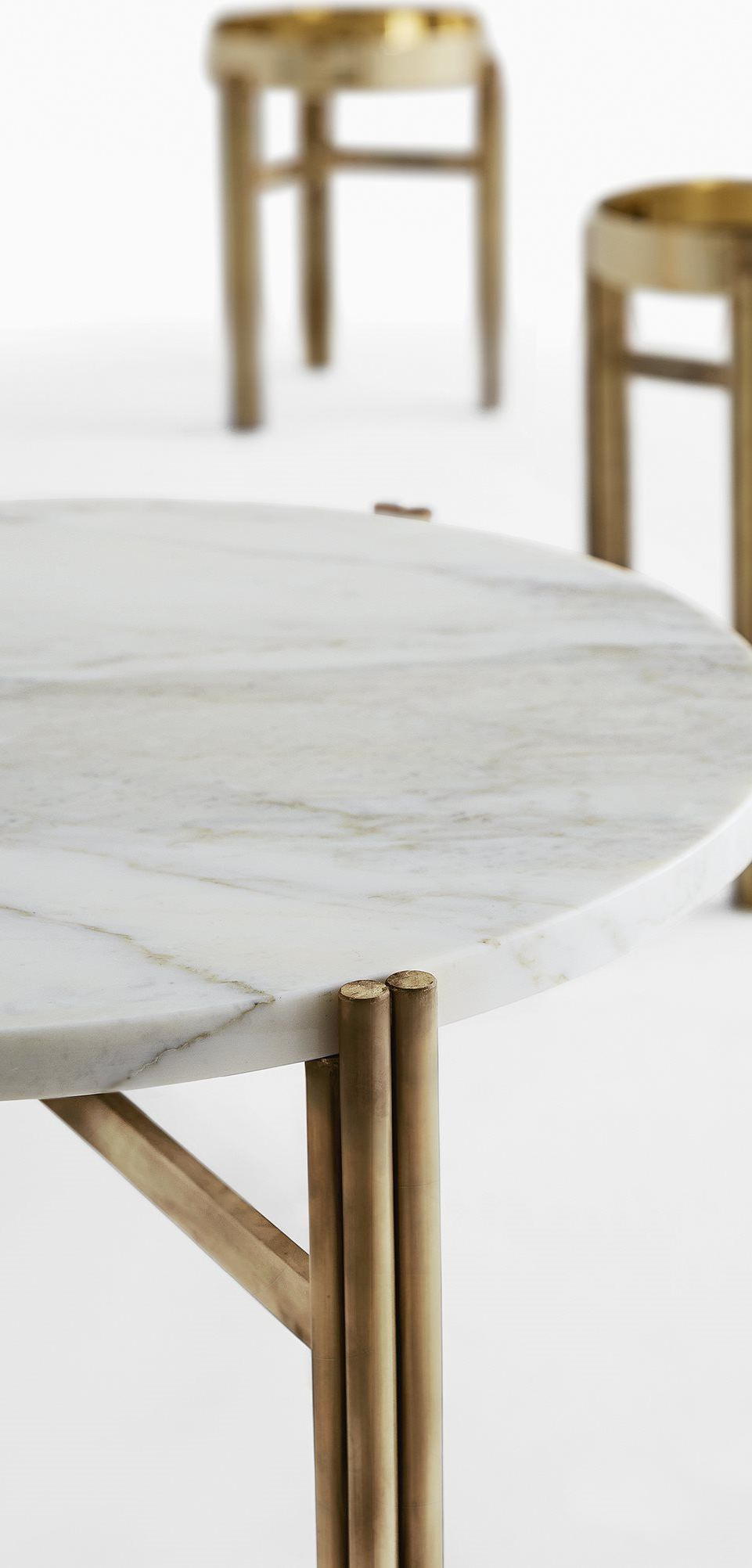 Table Inside Best And Newest Smart Round Marble Brass Coffee Tables (View 18 of 20)