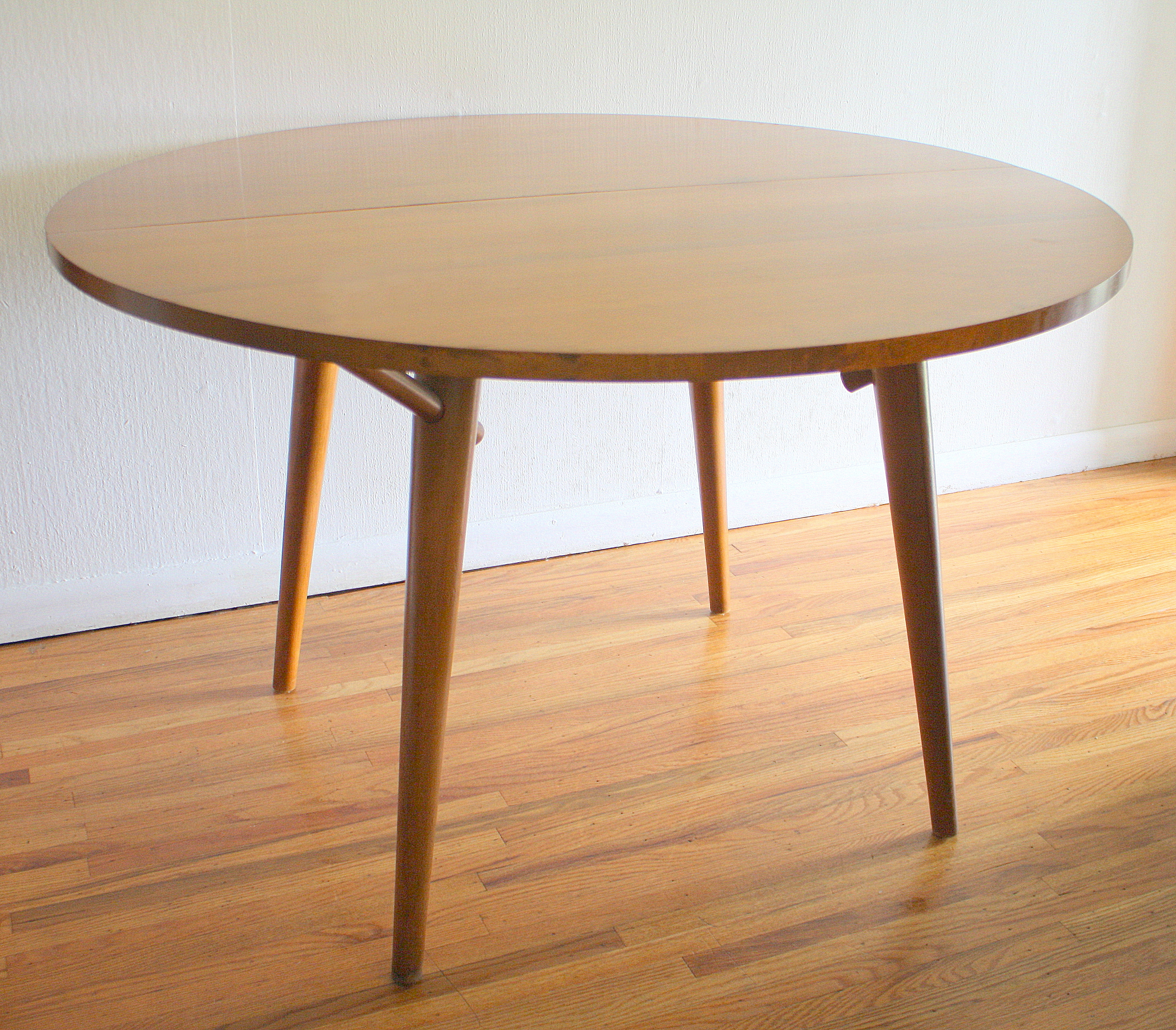 Well Known Mid Century Modern Dining Table And Chairsrussel Wright For With Regard To Mid Century Modern Egg Tables (View 6 of 20)