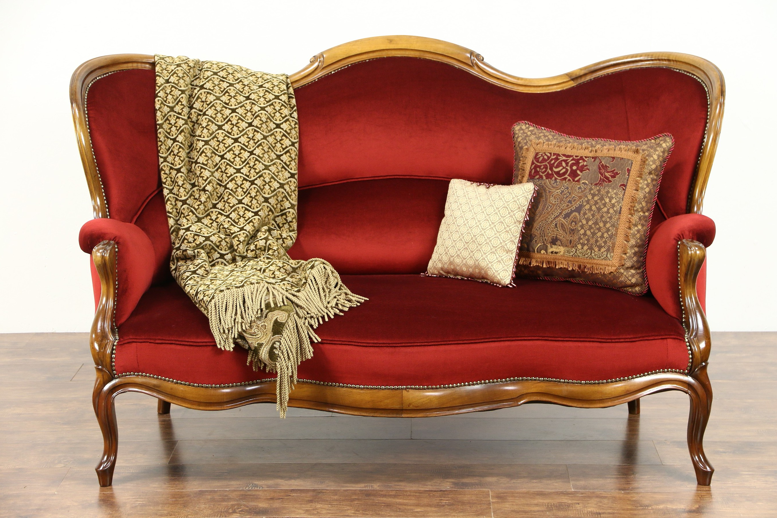 Most Current Antique Sofa Chairs Intended For Furniture: Vintage Victorian Sofa For Charming Home Furniture Ideas (View 12 of 20)