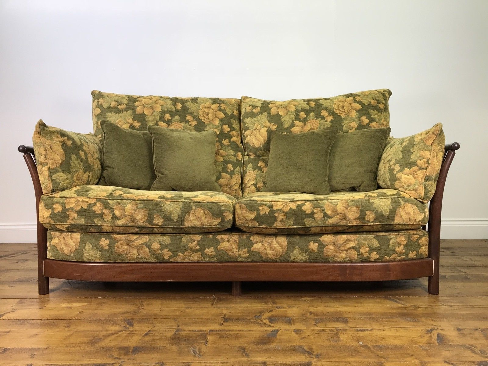 Newest Stunning Ercol Renaissance 3 Seater Sofa Golden Dawn Elm Chair Sofa In Elm Sofa Chairs (View 13 of 20)