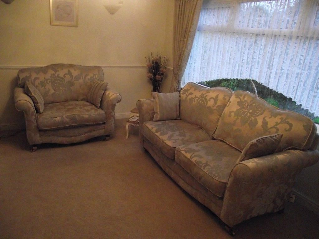 Vienna 3 Seater Sofa And Cuddle Chair (View 8 of 20)
