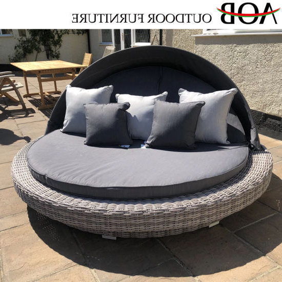 China Chinese Modern Outdoor Garden Patio Home Resort Hotel Furniture  Rattan Round Beach Bed Daybed With Newest Resort Patio Daybeds (View 1 of 20)