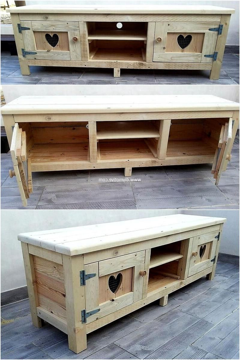 "Ericka Tv Stands For Tvs Up To 42"" Throughout Popular Pallets Tv Stand Idea (View 18 of 20)"