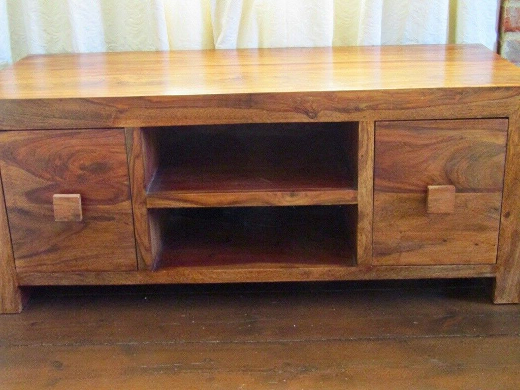 Large Solid Wood Tv Unit. Fantastic Condition (Gallery 18 of 20)