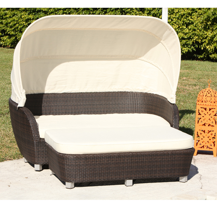 Most Popular St. Tropez Resort Style Outdoor Daybed In Resort Patio Daybeds (Gallery 20 of 20)
