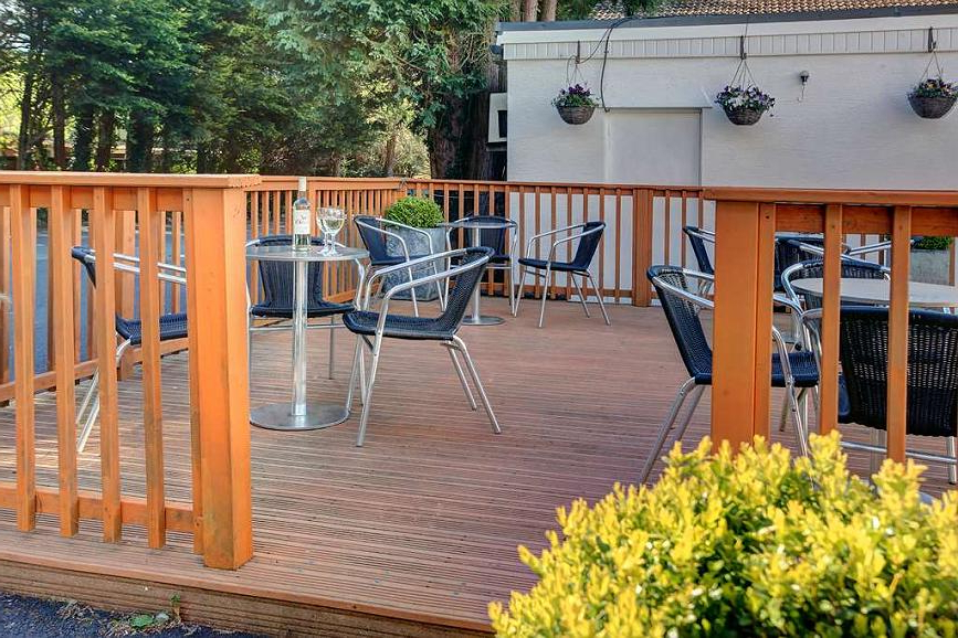 Best Western Heronston Hotel & Spa In Most Current Casual thames White Wood Porch Swings (View 19 of 20)