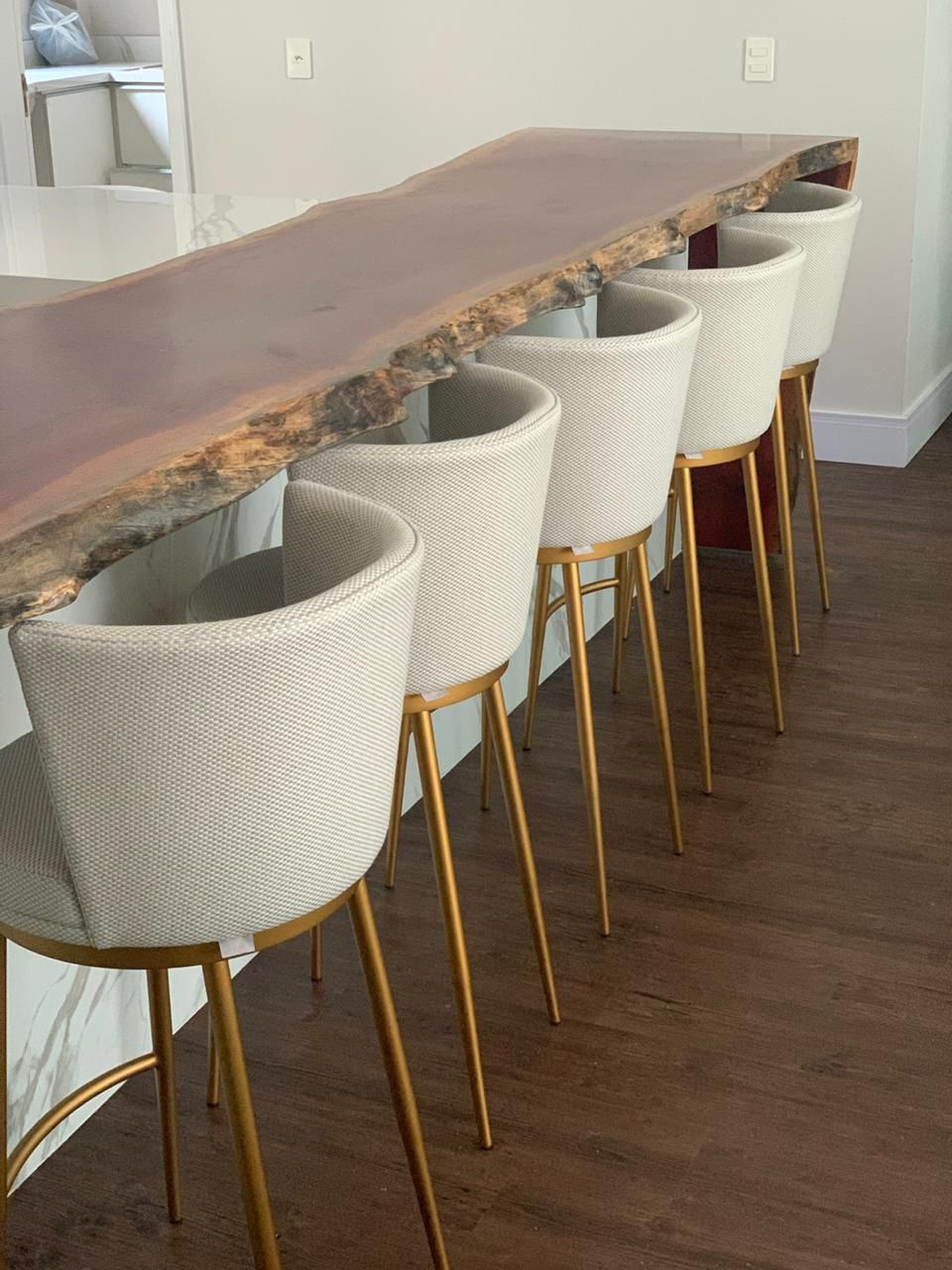 Banqueta, Moveis Within Ronda Barrel Chairs (View 14 of 20)
