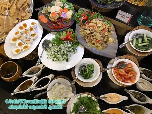 2020 Aliya Sideboards For Kelezatan Buffet Dan Tidur Nyaman Di Hotel Aliya (View 11 of 20)
