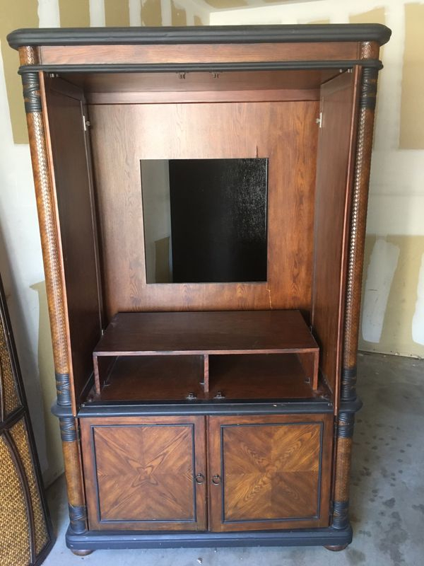 """Best And Newest Richmond Valley Tv Stands For Tvs Up To 78"""" Within Matching Armoire And Headboard (king) (View 8 of 20)"""