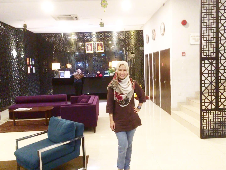 Redah Hujan & Banjir Untuk Pergi Ramadhan Buffet Di Aliya Intended For Famous Aliya Sideboards (View 5 of 20)