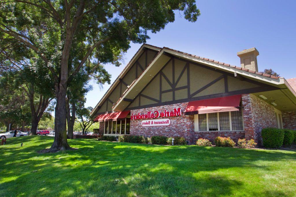 Trendy Callender Buffet Tables Regarding Chain Restaurants Open On Thanksgiving (View 5 of 20)