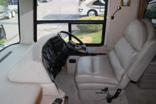 1998 Used Safari Continental Panther 425 Class A In Pertaining To Most Recently Released Panther Black Leather Dual Power Reclining Sofas (View 9 of 20)