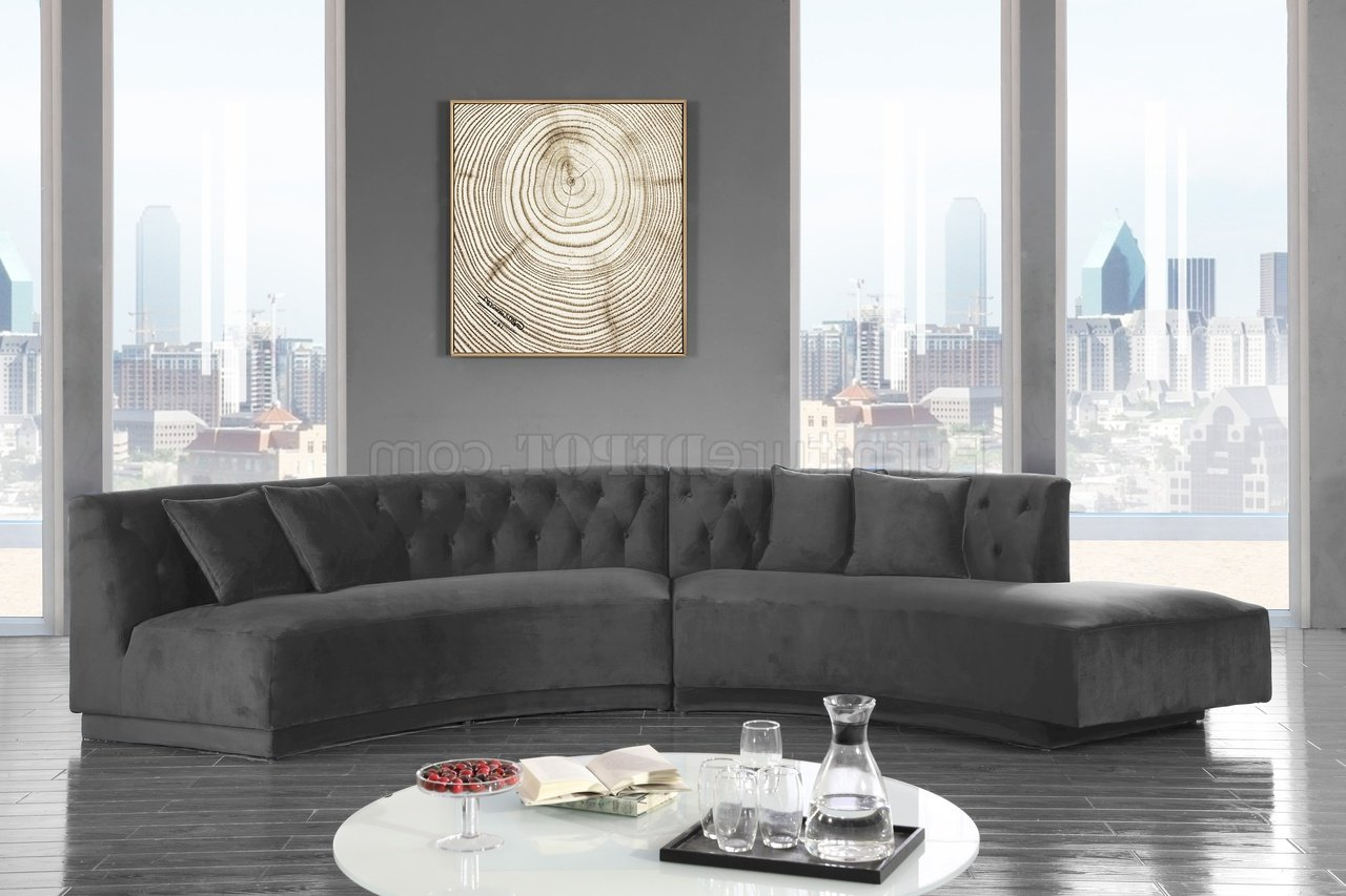Kenzi Sectional Sofa 641 In Grey Velvet Fabricmeridian Pertaining To Well Liked Molnar Upholstered Sectional Sofas Blue/gray (View 6 of 20)